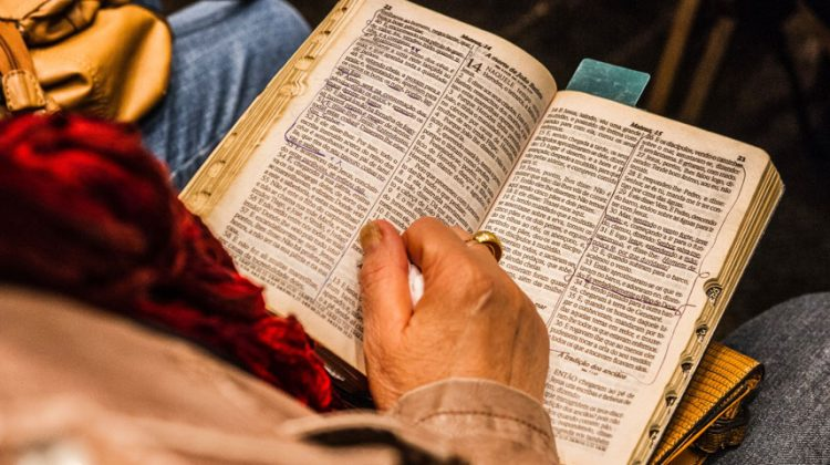 Featured image Benefits of Reading Spiritual Books 750x420 - Benefits of Reading Spiritual Books